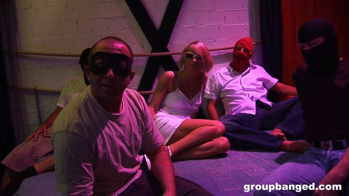 Interracial threesome on xnxx